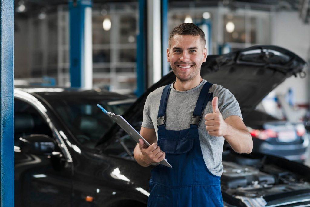 Auto-Service-Techniker